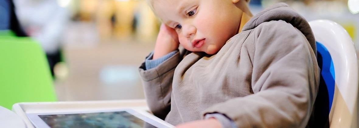 tv-ve-videodan-ogrenen-bebek-videonun-zararli-etkisi