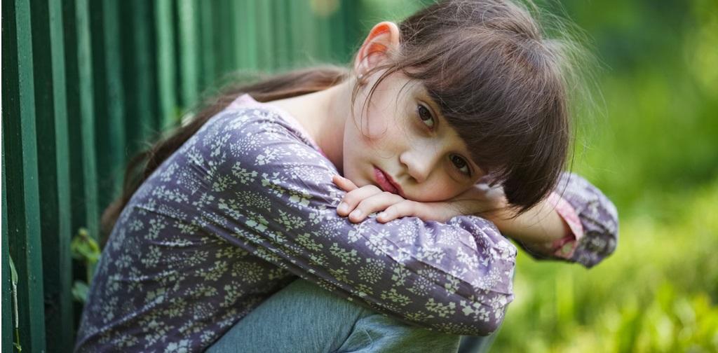 cocukluk-travmalarinin-yetiskinlik-donemine-etkileri